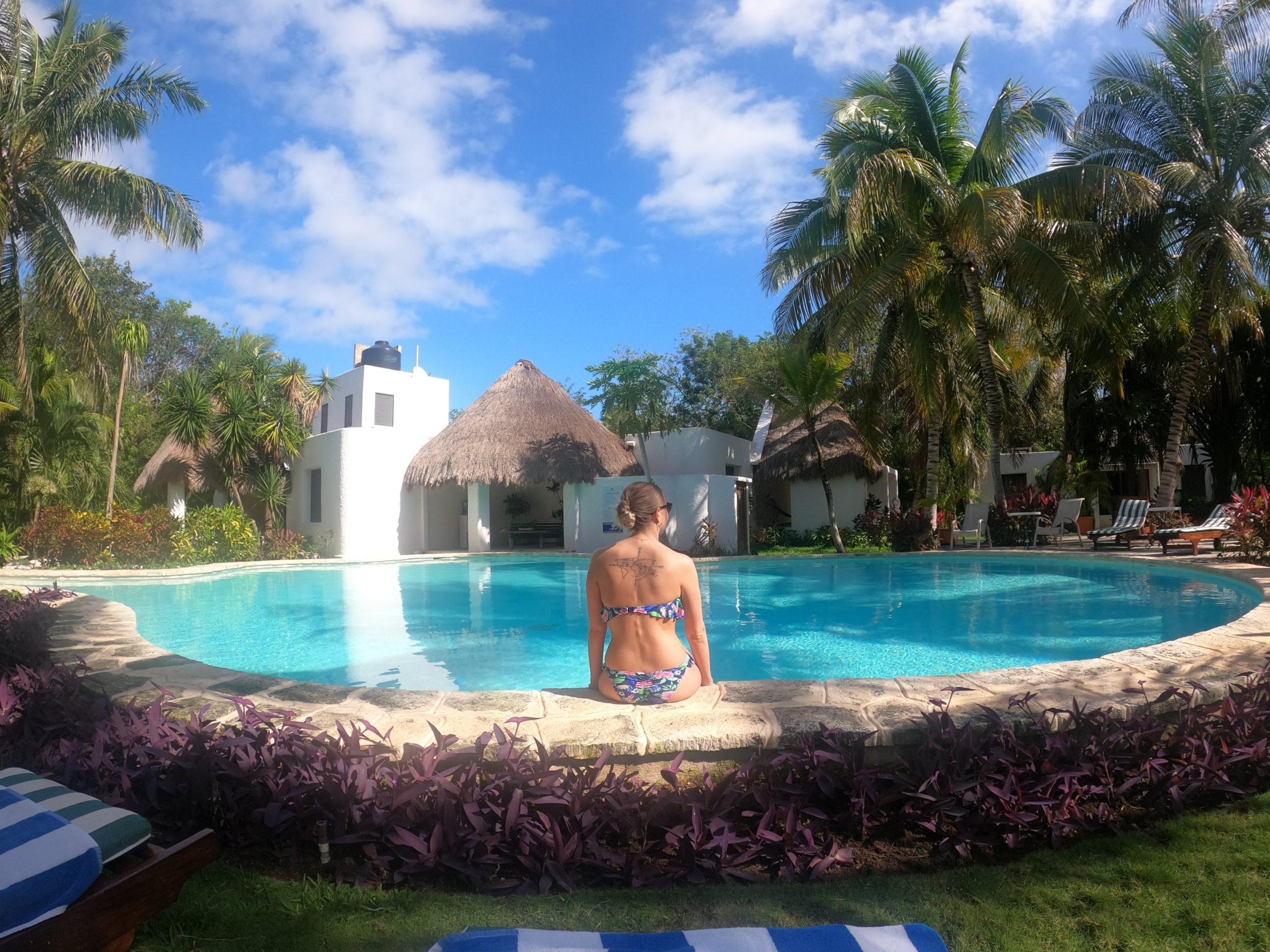 Mon lieu de stage au Mexique : nous vivions juste dans la chambre que vous voyez là en face de la piscine